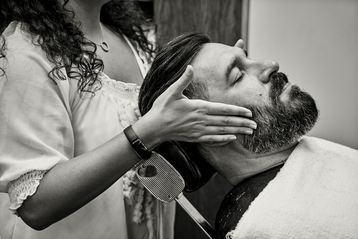barbershop in New York providing a beard trim